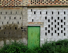 Green barn door, Fuente Vaqueros, Andaluca, Spain (Hunky Punk) Tags: door espaa brick green barn concrete andaluca spain air block andalusia espagne spagna ventilation cinder openings ventilated fuentevaqueros