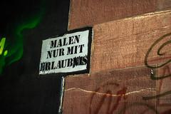 """Malen nur mit """"Laub"""" (S. Ruehlow) Tags: frankfurt schild brcke westhafen verbot gebot friedensbrcke gutleut gutleutviertel westhafengebiet"""