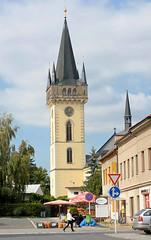 3296 Kirchturm der ehem.  romanische Dekanatskirche Johannes der Tufer in Dvr Krlov nad Labem / Kniginhof an der Elbe; die Kirche wurde  Ende des 14. Jahrhunderts dreischiffig umgebaut und 1588 das Vorhaus angefgt - 1644 wurde der Turm aufgestockt. (stadt + land) Tags: tschechien tschechische republik stadt architektur johannes bilder nad kirchturm labem krlov riesengebirge hussiten dvrkrlovnadlabem architekturfotografie romanische tufer dvr vorland hussitenkrieg kniginhofanderelbe kniginhof dekanatskirche