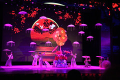 Acrobatics show - Beijing (S1W) Tags: show china travel june umbrella canon beijing acrobatic 2014 s1w acrobaticsshow canon7d june2014