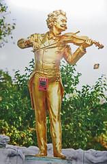 En cas d'incendie, tirez la poigne ! (Pi-F) Tags: handle fire airport image flughafen bild feuer puch incendie alarme violonist poigne geiger thiopien aroport ethiopie violoniste addisabeba zndet angriffen