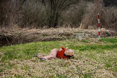 Willkommen in sterreich (Andrea Nagl) Tags: sterreich raum performance camouflage zaun burgenland intervention maske willkommen grenze ffentlicher markuswintersberger andreanagl grenzsau