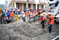 Inicio colocación del pavimento rígido en la calle Pichincha (gadchone20092014) Tags: inicio colocación pavimento rígido calle pichincha
