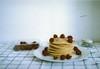 Pancakes and raspberries (Lore Stars) Tags: pancakes home food breakfast raspberries burela film analógica pentaxmv autochinon50mmf17 35mm lorestars expired fotosistema100