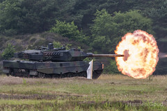 WTD91 Meppen 2018 : Live firing of a Leopard 2 (Hermen Goud Photography) Tags: airshow bundeswehr canon eos70d germanarmy gunfire meppend2018 military photo tagderbundeswehr wtd91 aviation leopard2a6