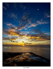 C'était hier... (Laurent Asselin) Tags: ciel nuages couleurs lune soleil aube leverdesoleil sunrise lumière paysage roches rochers rivage eau mer océan guyane kourou