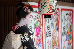 Debut (walkkyoto) Tags: 見世出し misedashi 宮川町 miyagawacho 舞妓 maiko 芸妓 geiko 京都 kyoto 日本 japan ef135mmf2lusm