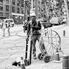 Cabling (COLINA PACO) Tags: blancoynegro blackandwhite bw urbanhumans urbanpeople urban urbano franciscocolina worker workers madrid spain spagna españa espagne
