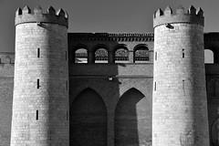 Las dos torres (Osruha) Tags: zaragoza aragón aragó españa espanya spain palaciodelaaljafería historia history torre tower palacio palau palace blancoynegro blancinegre blackandwhite bn bw bnw arquitectura architecture