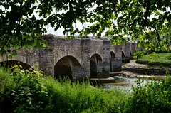 Medieval bridge, Wadebridge, Cornwall (Baz Richardson (now away until 20 July)) Tags: cornwall wadebridge wadebridgebridge medievalbridges gradeiilistedbridges rivercamel