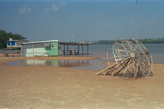 Waiting for the summer (a.ninguem) Tags: pentax asahi k1000 35mm film kodak filme colorplus nature river rio paraná porto rico beach water sun