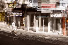 X02T4238 (kingston Tam) Tags: street life human streetscenes city photojournalism streetphotography people door gate walk walker pedestrian fujifilmxt1 soho bar