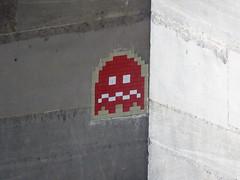 PA 0581 réactivé / Space Invader (Archi & Philou) Tags: spaceinvader pixelart streetart louvre paris01 pacman mosaïque mosaic carreau tiles réactivation reactivated rouge red