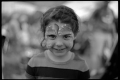Facepainting (nfocalypse) Tags: hc110b 135 streetsville breadhoneyfestival nikonf100 boxspeed fp4