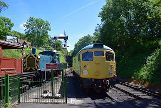 Class 26 Loco D5343 (26043) drops into Platform 1 at Alresford, leaving its train (under the bridge in the background) to be drawn into Platform 2, by 03197, seen on the left. Mid Hants Diesel Weekend. 03 06 2018