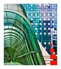 trouver des couleurs au passage. (Marie Hacene) Tags: ladéfense paris silhouette passage couleurs architecture immeubles urbain passerelle