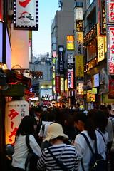 (Vitor Nisida) Tags: japao japan japon nihon japão tokyo toquio tōkyø urbana urban cidade city cityscape urbanphotography streetphotography shinjuku skyline neonlights