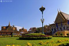 06-11-09 Laos-Camboya Phnom Penh (249) O01 (Nikobo3) Tags: asia camboya cambodia phnompenh palacioreal arquitectura architecture paisajeurbano travel viajes nikon nikond200 d200 nikondx182003556vr nikobo joségarcíacobo