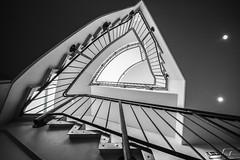 Ecken und Kanten (Elbmaedchen) Tags: staircase stairwell treppenhaus schwarzweis architektur interior hamburg