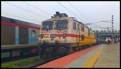 #30548 VSKP WAP7i leads 12841 Howrah Chennai Coromandal Express ready to depart from Howrah. (arajitgharai) Tags: 30548 howrah chennai coromandalexpress ser railroads railfanning trainspotting trains