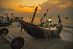 _DSC7320,0618 Early morning at Sam Son beach 02 (HUONGBEO PHOTO) Tags: thanhhoá thuyềnđánhcá bãibiểnsầmsơn sonyilce7r samsonbeach morning sunrise beach clouds sky net fishingboats fishingvillage seascapes outdoor