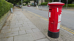 Elizabeth 2 cypher post pillar box Cathedral Road junction Talbot Street Cardiff 14.08.2017 (2) (The Cwmbran Creature.) Tags: po p o gpo g general post office letter red street furniture heritage great britain united kingdom gb uk