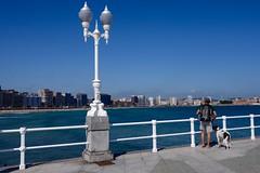 LA CIUDAD FRENTE A NOSOTROS (marthinotf) Tags: mar mirada paseo playa gijón asturias farola pisaje laciudadfrenteami airelibre cantabrico