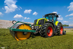Compacting of grass silage | CLAAS AXION 930 CMATIC (martin_king.photo) Tags: springwork springwork2018 silage silage2018 claas claasaxion claasclaasaxion930 cmatic inaction action first today outdoor claasworldwide machine sky martin king photo agriculture machinery machines tschechische republik powerfull power dynastyphotography lukaskralphotocz agricultural great day czechrepublic fans work place tschechischerepublik martinkingphoto welovefarming working modern landwirtschaft colorful colors blue photogoraphy photographer canon tractor love farming daily onwheels farm skyline allclaaseverything claasfans worker field green red clouds blusesky new cloudy grass compactionsilage compactiingsilage compaction