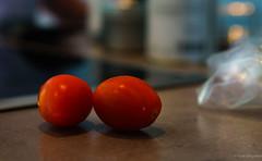 Red couple (frankdorgathen) Tags: unschärfe blur bokeh alpha6000 sony35mm essen food küche kitchen nahaufnahme closeup gemüse vegetable tomate tomatoe