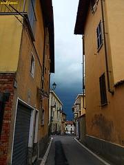 finalmente piove ... (archgionni) Tags: strada street case houses cielo sky nuvole clouds pioggia rain tempesta storm giallo yellow finestre windows porte doors