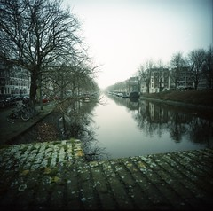 no sky light (lamachineaveugle) Tags: pays bas amsterdam lca120 lomo v700 city holland europe c41 diy