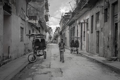 Caminando por las calles de Habana Vieja (Merly_gon) Tags: calles street bicickletas transporte joven muchacho aire libre casas