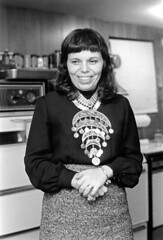 120269 23 (ndpa / s. lundeen, archivist) Tags: nick dewolf nickdewolf december photographbynickdewolf blackwhite bw 1969 1960s monochrome blackandwhite 35mm film boston massachusetts beaconhill dewolfhome 3mtvernonsquare woman maggie face portrait necklace jewelry brunette bangs kitchen stove