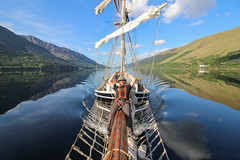 The Lady of Avenel - Making waves (Andy.Gocher) Tags: the lady avenel loch lochy uk scotland theladyofavenel thecaledoniacanal thegreatglen wake water reflections