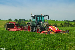 Grass Mowing | FENDT // PÖTTINGER (martin_king.photo) Tags: springwork springwork2018 silage silage2018 inaction action first today outdoor machine sky martin king photo agriculture machinery machines tschechische republik powerfull power dynastyphotography lukaskralphotocz agricultural great day czechrepublic fans work place tschechischerepublik martinkingphoto welovefarming working modern landwirtschaft colorful colors blue photogoraphy photographer canon tractor love farming daily onwheels farm skylinefendtfans worker fendtglobal field green red fendttannengrün special pöttinger novacat pöttingernovacat moweer mowers