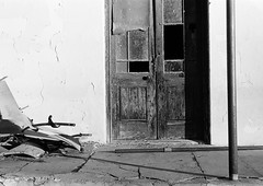 Door (Semjaja) Tags: blackandwhite blackandwhitephotography blackandwhitefilm leicaic leica ltm barnack elmar3550mm elmar kentmere kentmere100 shootfilm ishootfilm ilovefilm film filmlives filmsnotdead filmphotography classiccamera graafwater southafrica