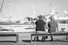 Fernweh (AxelN) Tags: paar dänemark danmark ships bench himmel denmark boats sw hafen nordjylland skagen boote pair schwarzweis nordjütland sky schiffe port blackandwhite bw bank