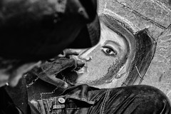 Occhio di Madonna- Madonna's eye (Claudia Merighi) Tags: madonna eye occhio madonnaro arte art streetart streetartist blackandwhite accademia napoli gessetti chalks artist ricoh claudiamerighi mano street photoraphy detail