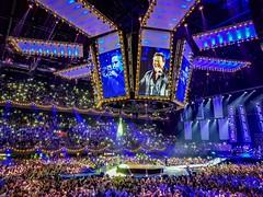 Tino Martin in concert (Dannis van der Heiden) Tags: tinomartin ziggodome concert amsterdam singer artist samsungs8 lights people audience stage screen