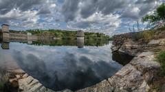 Presa de El Villar (jetepe72) Tags: presa villar sierra madrid pantano paisaje reflejos agua naturaleza nubes panoramica