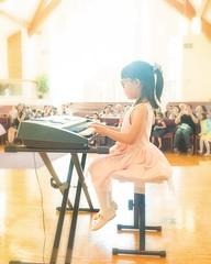 light up the music (-liyen-) Tags: music performanceperformer concert recital keyboard audience fujixt2