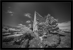 Centro de Visitantes de La Caldera de Taburiente (Dierk Topp) Tags: a7r bw ilce7r ir sonya7rir voigtlanderheliarhyperwide10mmf56aspherical architecture canaryislands elpaso infrared infrarot islascanarias lapalma monochrom sw sony