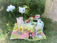 A Summer Picnic (Arthoniel) Tags: latidoll sunny tan ooak outdoors outside xhanthi faceup nympheasdoll fanny pink nomyens custom rement tiny collection toy figure doll bjd balljointeddoll picnic