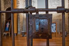 Prohibido el paso (Artal B.) Tags: reja hierro cerradura