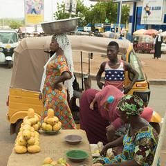 tamale Market (JulienLec) Tags: africa tamale black femmes voile lieux ghana marché