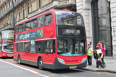Go Ahead London General . E9 SN06BNO . Buckingham Palace Road , Victoria , London . Friday 25th-May-2018 . (AndrewHA's) Tags: victoria london bus goahead londongeneral commercial route 811 chelsea flower show non tfl alexander dennis trident enviro 400 e 6 sn06bno inspector search lunch backpack