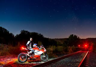 Ducati bajo las estrellas