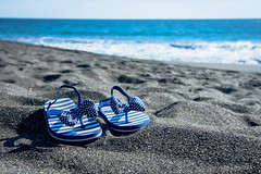 Damen-Strandsandalen auf dem Sand (marcoverch) Tags: small sandals blue girl flipflops fancy black beach sand shoes damenstrandsandalen strand sea meer ocean ozean summer sommer seashore water wasser shore ufer vacation ferien seaside sun sonne wave welle travel reise nature natur relaxation entspannung fairweather schöneswetter island insel seascape seelandschaft tropical tropisch sunny sonnig airbus bus contrast festival feet airport maitreya pentax brown lady