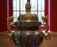A large, special brûle-parfum - Dynastie Qing (1644-1911), 19th Century - Musée de Cernuschi, Paris (Monceau) Tags: incenseburner large enamel cloisonné gold dragon handles muséecernuschi paris
