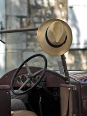 Pause (mostodol) Tags: chapeau hat nostalgie nostalgia france french provins dimanche sunday ombre fuji fujifilm xt20 takumar seineetmarne iledefrance moissons fête